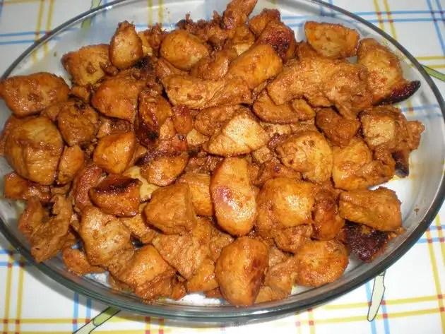 Daditos de pollo en adobo de pimentón choricero