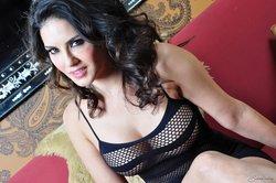 Sunny Leone in Mirror Photoshoot Goes Horny Photoshoot