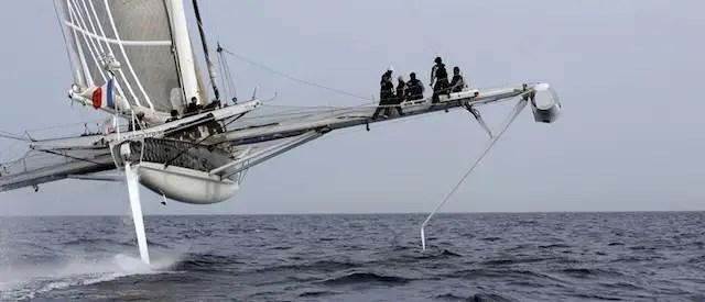 hidro4 - L'Hydroptère: el velero más rápido del mundo no surca el mar sino vuela