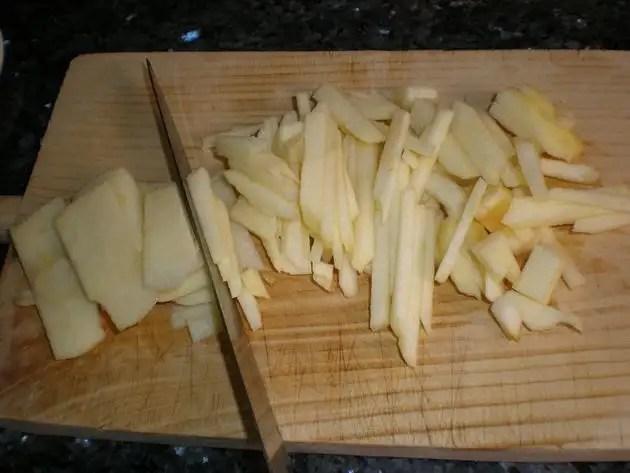 Partir manzana en juliana