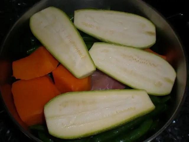 Meter la verdura en la cazuela