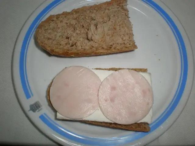 Pan con queso y jamón