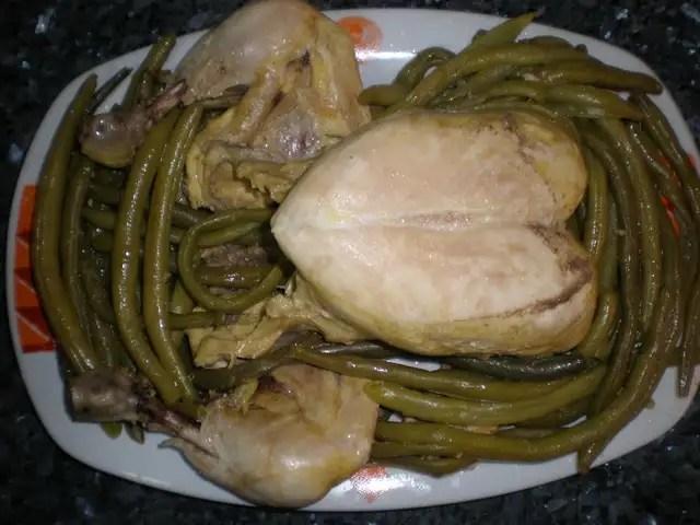 Pollo con habichuelas