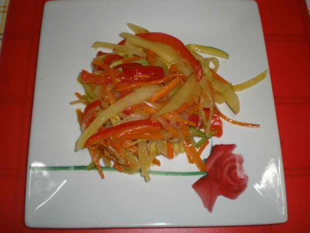 Verdura al dente con papas y ajos