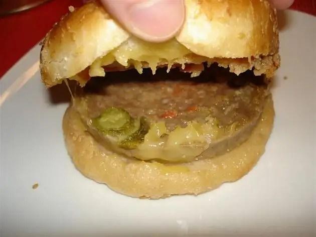 insideaburgerthatcamein - Hamburguesa con queso en lata