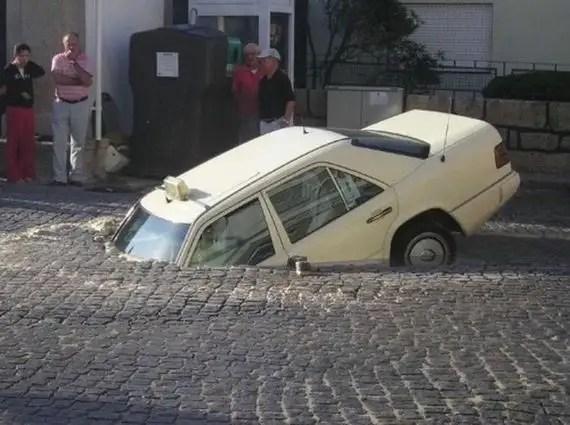 88434125 - Accidentes bizarros de coches