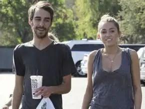 noticias Miley Cyrus fumando