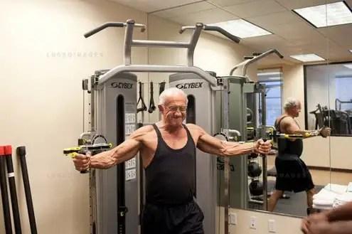 noticias Dr. Jeffry Life tiene 72 y un cuerpo de 20