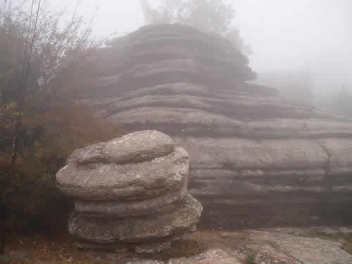 Este paraje siempre tiene esta bruma o neblina, que impide la visibilidad, pero cuando esta limpio tiene una vista de toda la vega de antequera y otros pueblos colindante