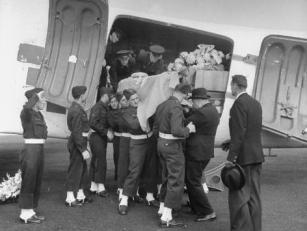 Men Lifting Count Folke Bernadotte's Coffin from the Plane Premium Photographic Print