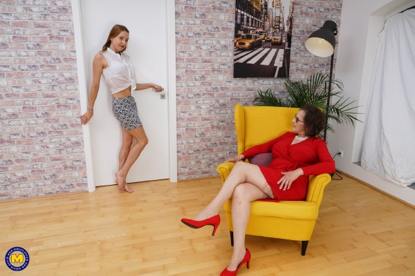 Allison EU 61, Molly 23 – Naughty young girl brings in a clitsucker to her older lesbian friend (2018/Mature.nl/FullHD)