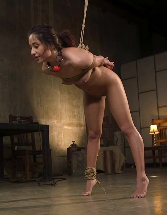 Isabella Nice – Tiny Sex Kitten Isabella Nice Submits In Rope Bondage And Anal Fucking (BrutalSessions/2019/SD)