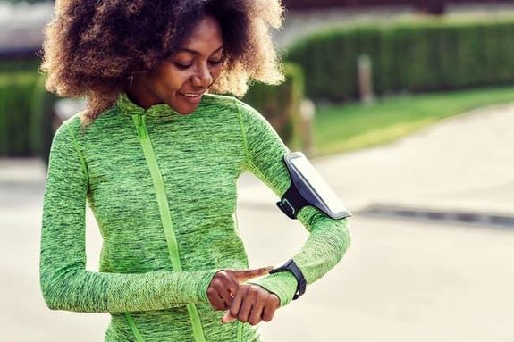 5- أجهزة تتبع اللياقة البدنية تظهر الدراسات أن النشاط البدني يرتفع عندما يستخدم الناس جهاز تتبع اللياقة البدنية القابل للارت