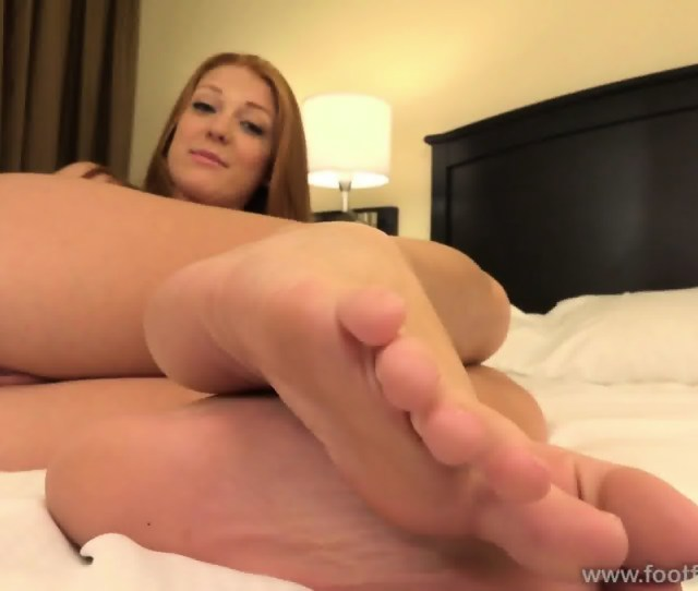 Naked Girl With Sexy Feet Scene