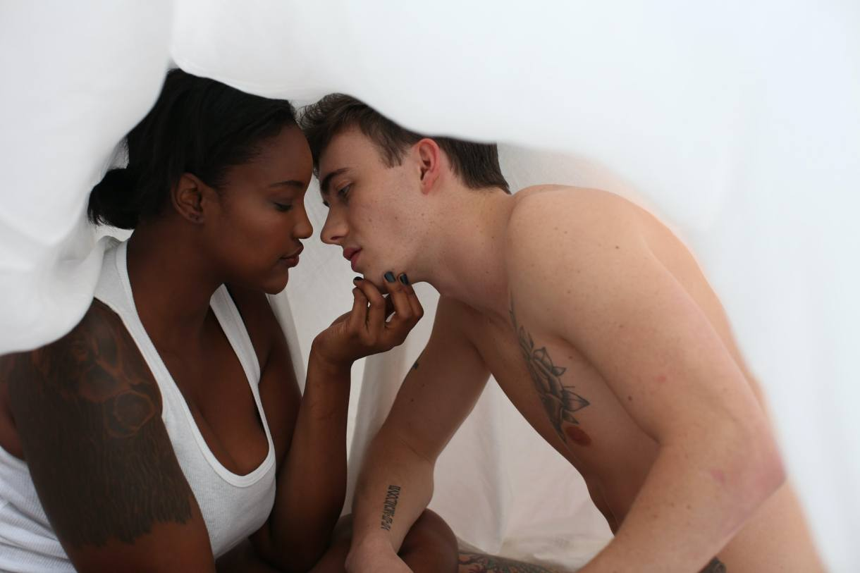 7 Ways To Feel More Comfortable With A Partner In Bed 4