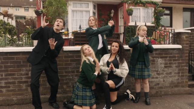 Dylan Llewellyn, Saoirse-Monica Jackson, Louisa Harland, Jamie-Lee O'Donnell y Nicola Coughlan, protagonistas de Derry Girls