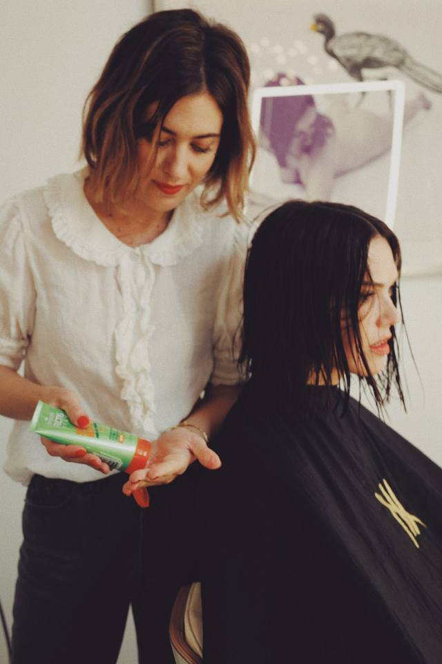 mandy moore's new short haircut is the spring hair inspo you