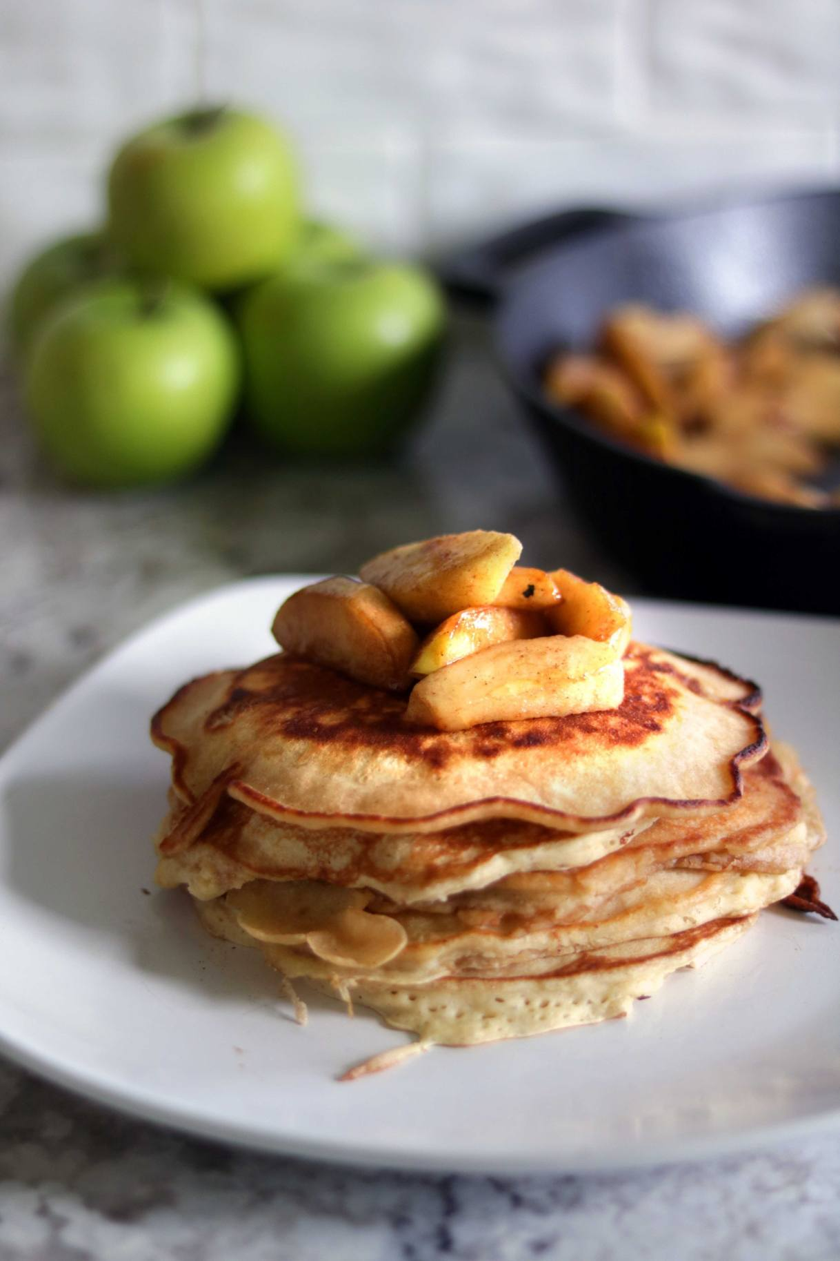 gingerbread pancakes with apples
