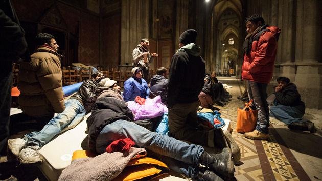 Votivkirche in Wien besetzt - vorerst keine Räumung (Bild: APA/MICHAEL GRUBER/EXPA)