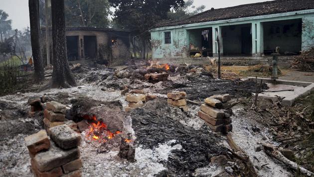 Tausende Hindus griffen Moslem-Dorf an: drei Tote (Bild: AP)