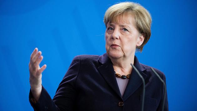 400 Anzeigen wegen Hochverrats gegen Merkel (Bild: APA/EPA/GREGOR FISCHER)