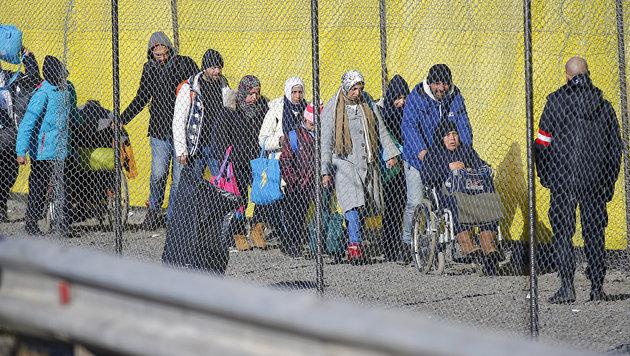 Flüchtlingsankünfte in Spielfeld (Bild: APA/ERWIN SCHERIAU)