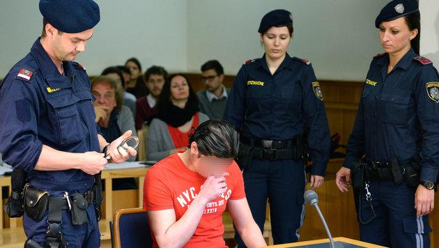 Der 20-Jährige war in erster Instanz zu sechs Jahren Haft verurteilt worden. (Bild: APA/ROLAND SCHLAGER)