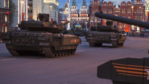 """Russlands neuer """"Super-Panzer"""" T-14 (Bild: AP)"""