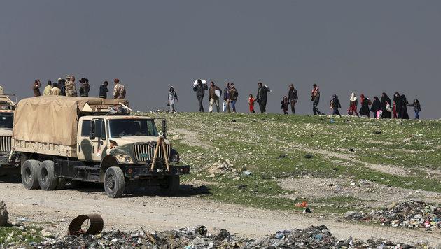 Iraker bei der Flucht aus Mossul (Bild: Associated Press)