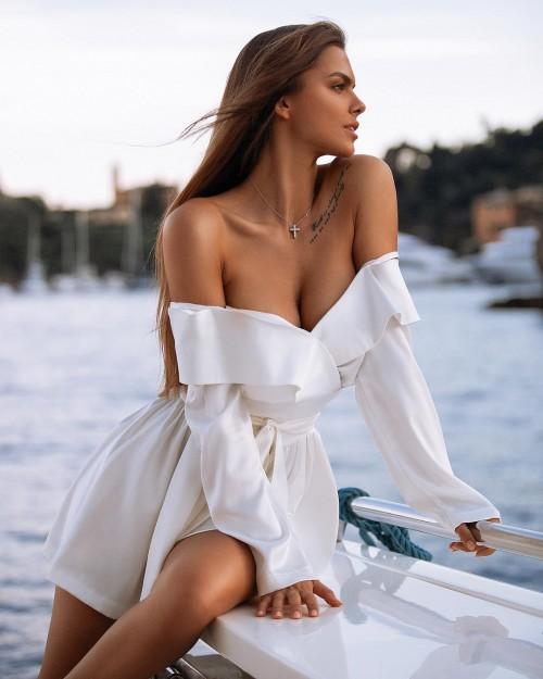 Viki-Odintcova-Tight-Dress-12.md.jpg