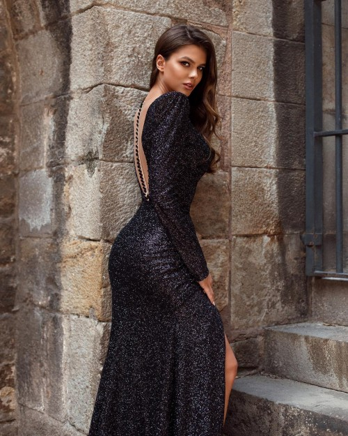 Viki-Odintcova-Tight-Dress-14.md.jpg