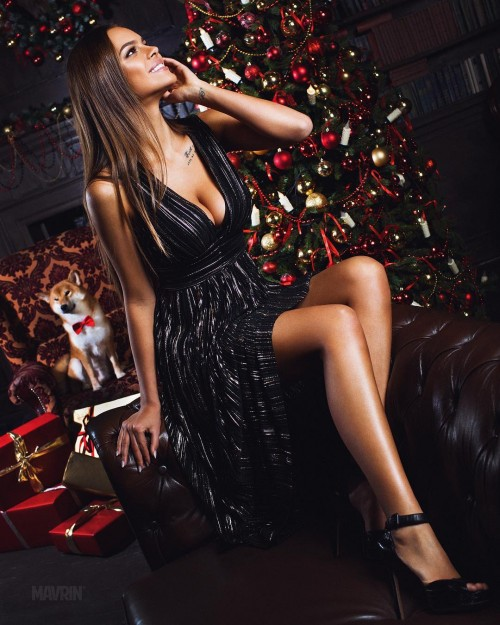 Viki-Odintcova-Tight-Dress-7.md.jpg