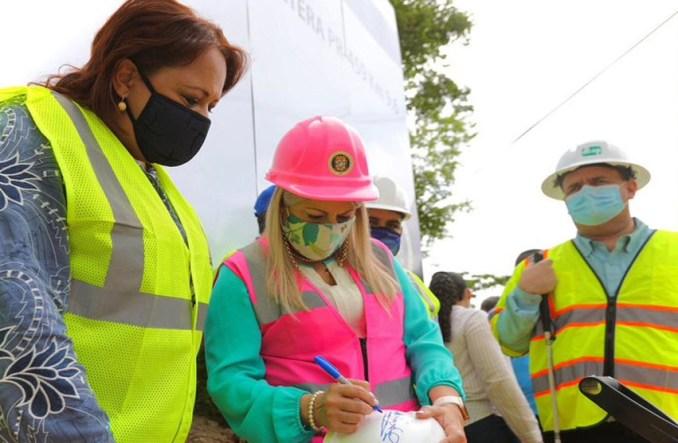 Gobernadora coloca primera piedra para reparación de carretera PR-459
