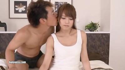 【吉沢明歩】感情的なリアクションをあえて排除してセックスに挑むwww
