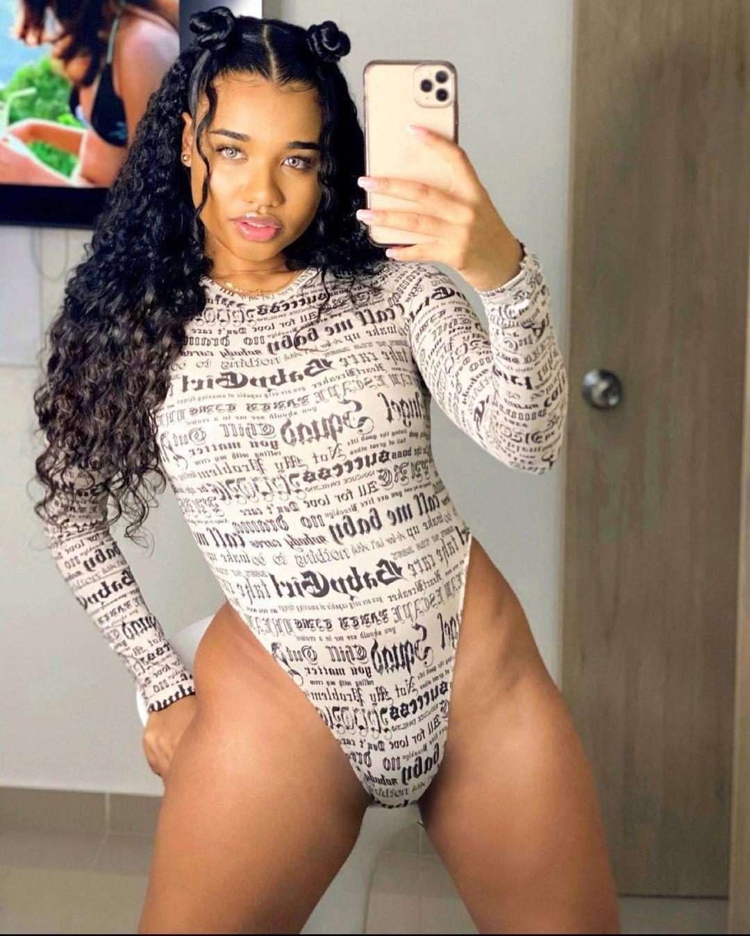 cutr-girl-hot-selfie.jpg