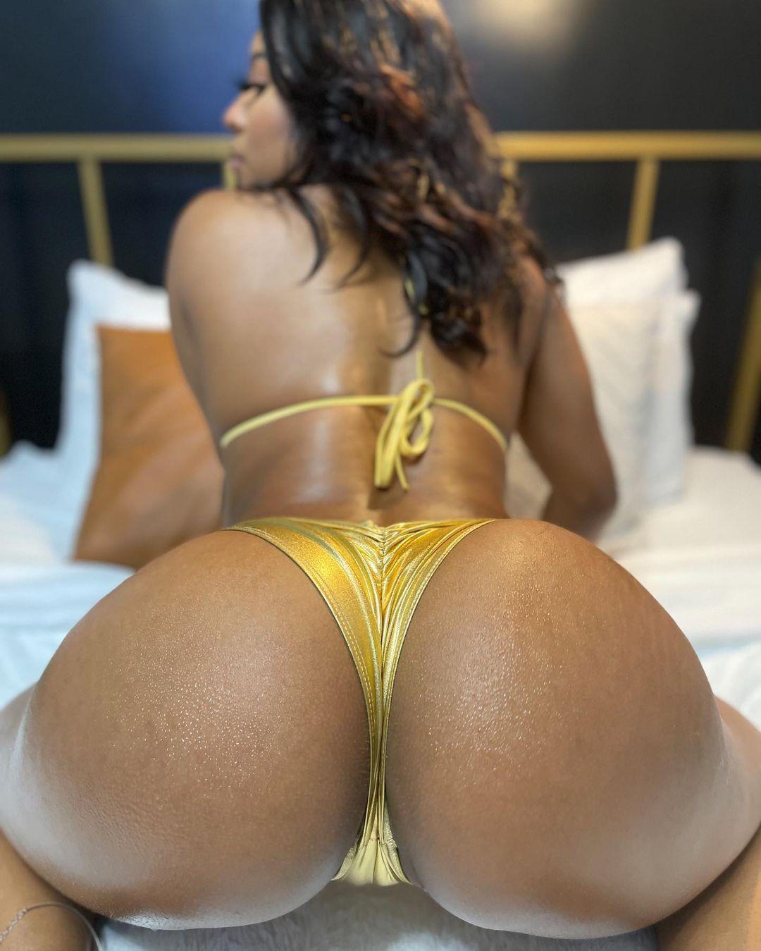 Saleema-Mansur-gold-ass.jpg