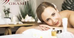 """110 минути релакс! SPA терапия за лице и тяло """"Маракуя - плод на страстта"""": пилинг, масаж и маска, плюс парна баня и чаша вино"""
