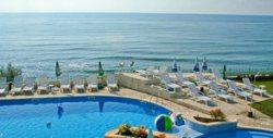 През цялото лято в Равда! Нощувка със закуска, плюс басейн и паркинг - на 50 метра от плажа