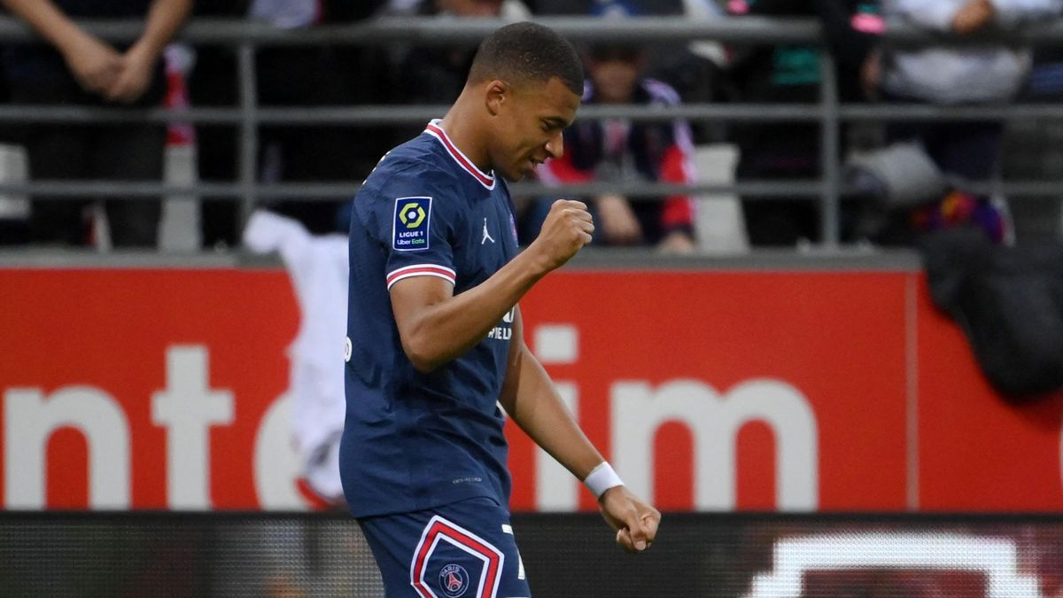 Mbappe gives PSG the lead