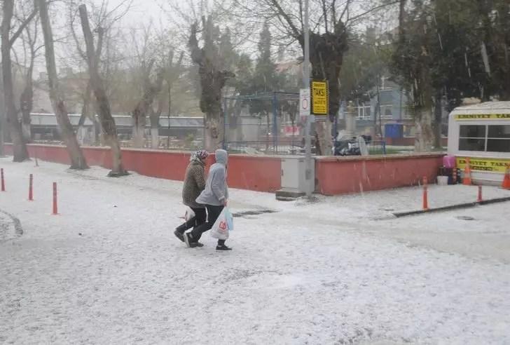 Edirne'yi şiddetli dolu vurdu