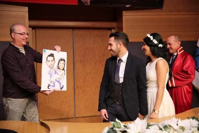 Sevgililer Günü'nde nikaha karikatür hediyesi