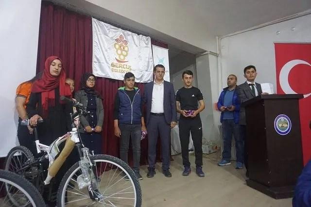 Gercüş'te başarılı öğrenciler ödüllendirildi