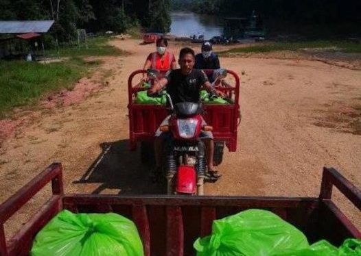 COVID19 La comitiva de la Municipalidad de Trompeteros recorrió 20 comunidades del ríos corrientes para llevar alimentos. Foto: Municipalidad de Trompeteros.