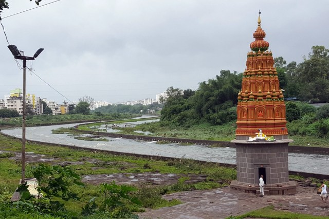 The Vitthalwadi stretch of Mutha river as it passes through Pune. Photo from Jeevitnadi.