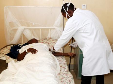 João Lourenço reconhece sacrifício de enfermeiros