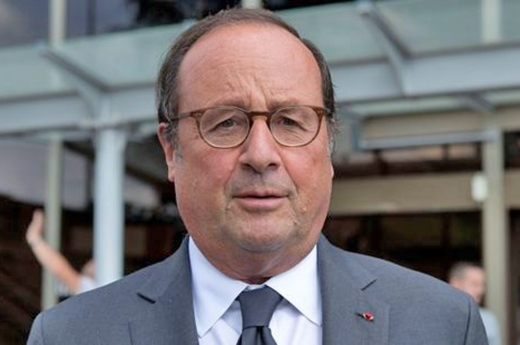 Ex-Presidente francês está em Luanda