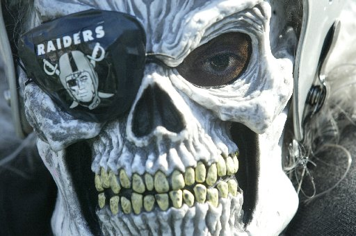 https://i1.wp.com/imgs.sfgate.com/blogs/images/sfgate/crime/2009/10/01/raiders.JPG