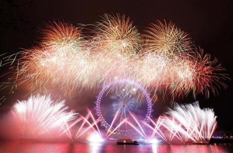 Ngày 1 tháng 1 năm 2012, pháo hoa rực rỡ tại nhà hát Opera và cầu cảng Sydney, Australia. (Ảnh: AP)