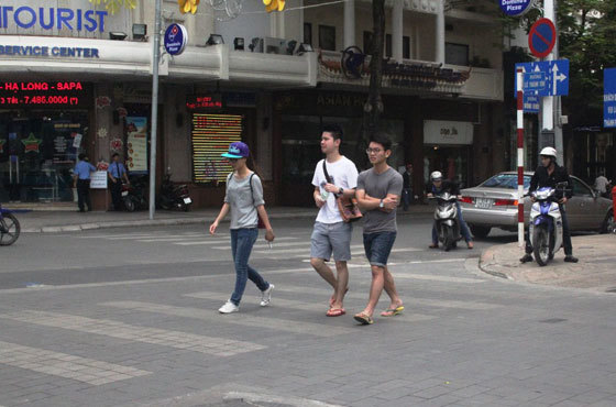 lát gạch vỉa hè, quận 1, lãng phí, đề xuất, Tiến sĩ Phạm Sanh