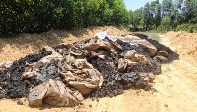 Bùn thải Formosa chôn lấp chứa xyanua vượt ngưỡng nguy hại